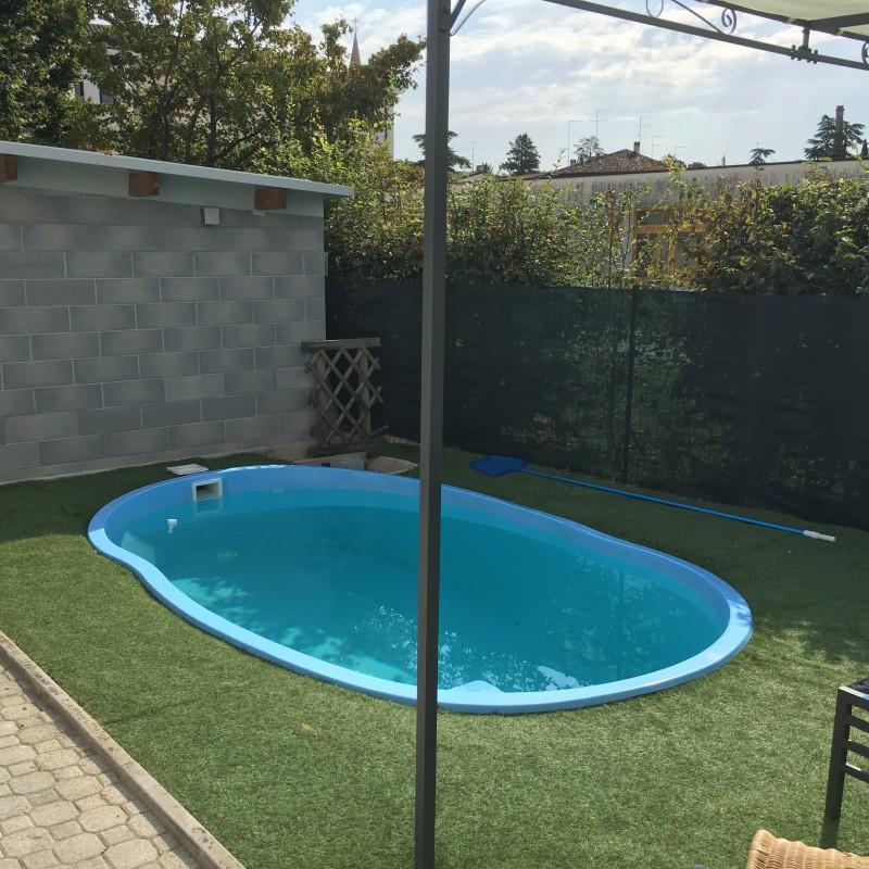 Great piscina in vetroresina mini garden ideale per giardini piccoli with giardini piccoli foto - Piscine prefabbricate vetroresina ...