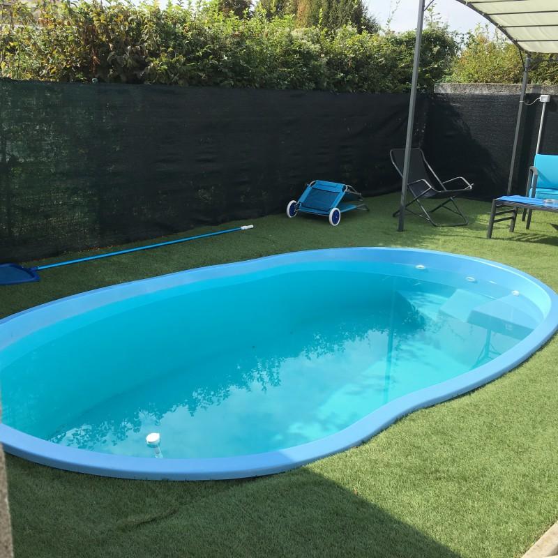 Piscina vendita diretta offerta piscina prezzi piscina rivendotore - Giardini con piscina ...